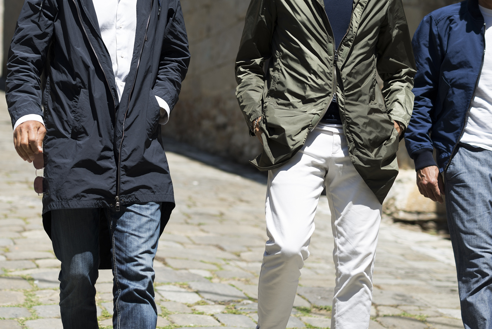 Mida-menswear-spring-summer-2017-3-men-walking-raincoat
